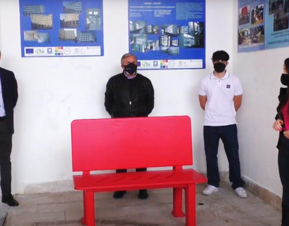 No alla violenza sulle donne, una panchina rossa all'Istituto Genovesi-Da Vinci